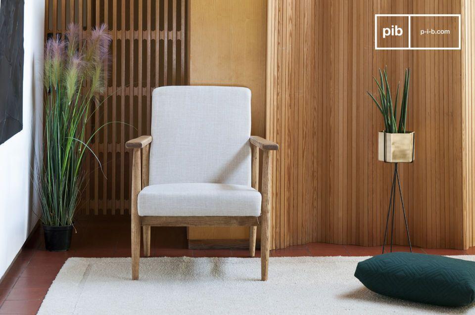 Este cómodo sillón es ideal colocado alrededor de una mesa de centro en una sala de estar