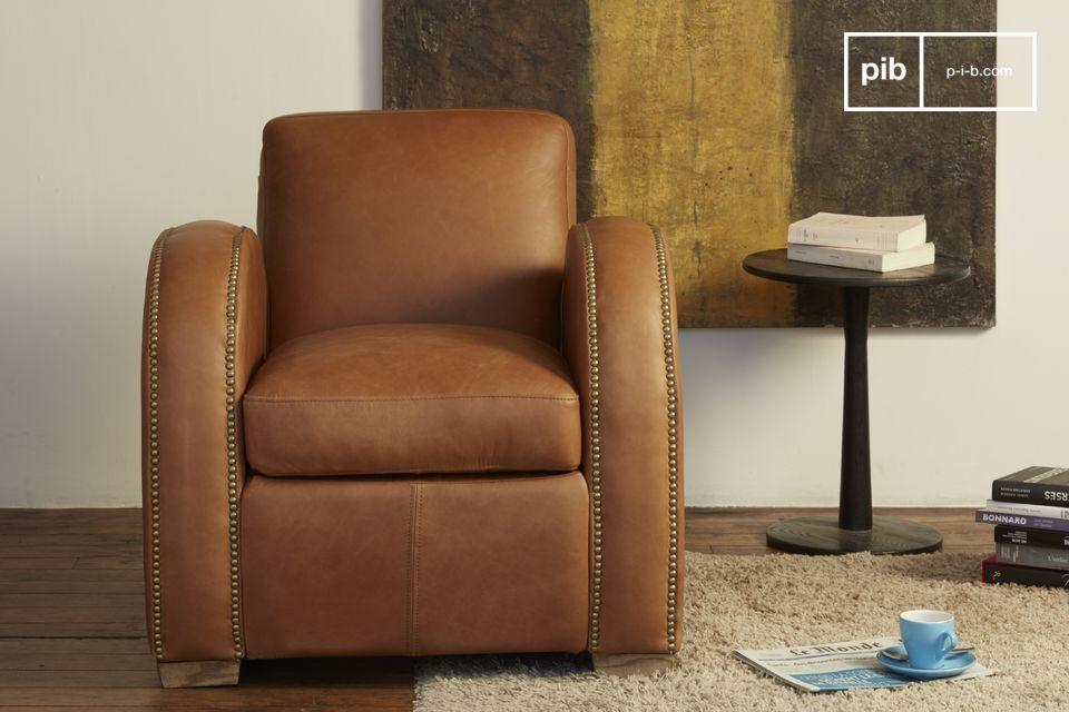 Esta redondez contrasta con las líneas mucho más rectas de la silla vistas desde delante
