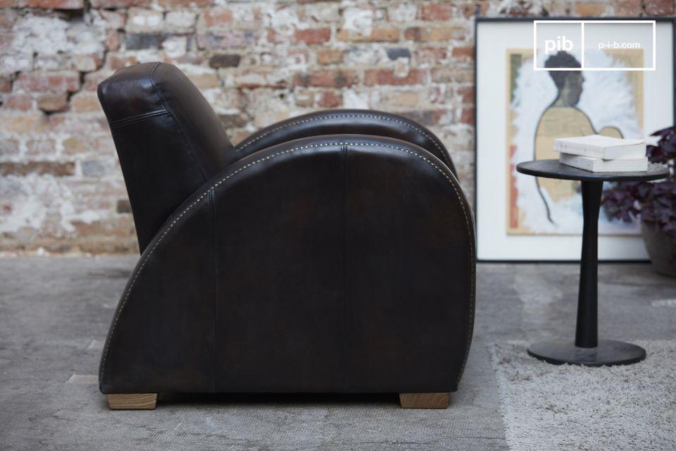 El sillón Rockefeller Espresso se distingue de los demás sillones de club por su diseño muy