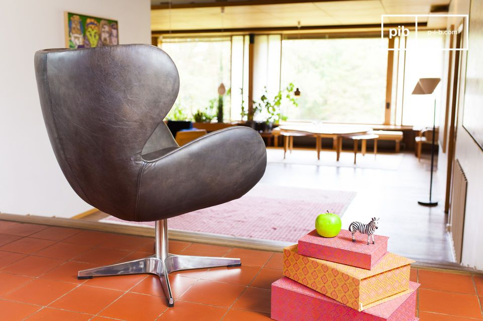 El resto del sillón está hecho completamente de cuero de grano lleno con un hermoso acabado