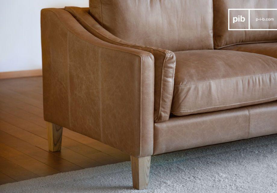 Muy estable con patas de madera maciza bien barnizadas y ultra confortable con sus dos cojines
