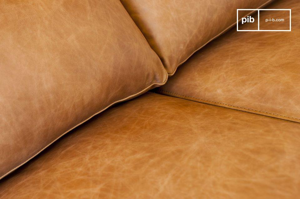 El gran tamaño de este sofá