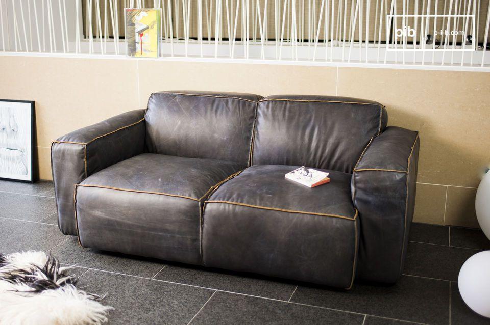 El cuero utilizado es de grano lleno y ha sido bronceado para dar al sofá una tonalidad de color