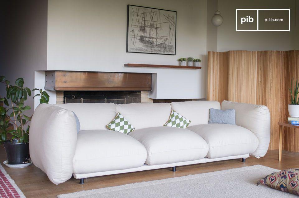 Redondo y confortable para un sofá de dimensiones generosas