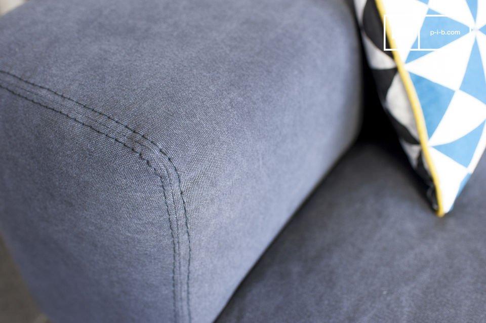 El sofá Bergen y su funda de algodón tienen un maravilloso tono gris que a usted y a sus invitados