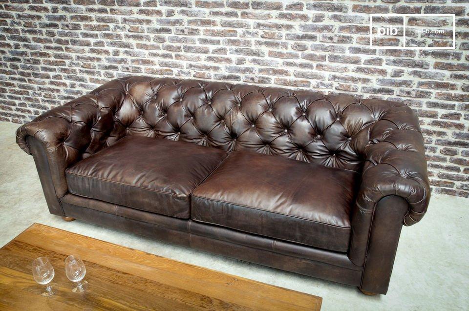 Un cómodo y elegante sofá de 3 asientos