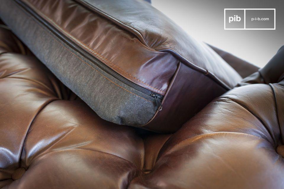 Estos sofas de cuero envejecido tienen un aspecto degradado