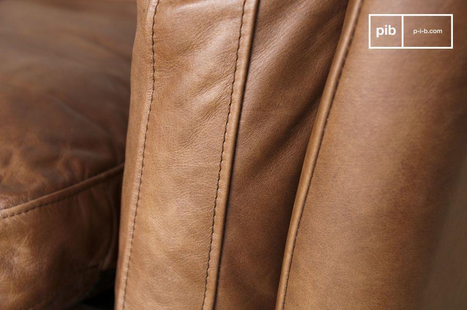 El acabado refinado es evidente tanto en la coloración del cuero de becerro
