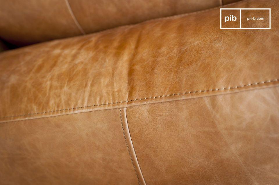 La comodidad del asiento acolchado y la sorprendente anchura de los reposabrazos le ofrecerán