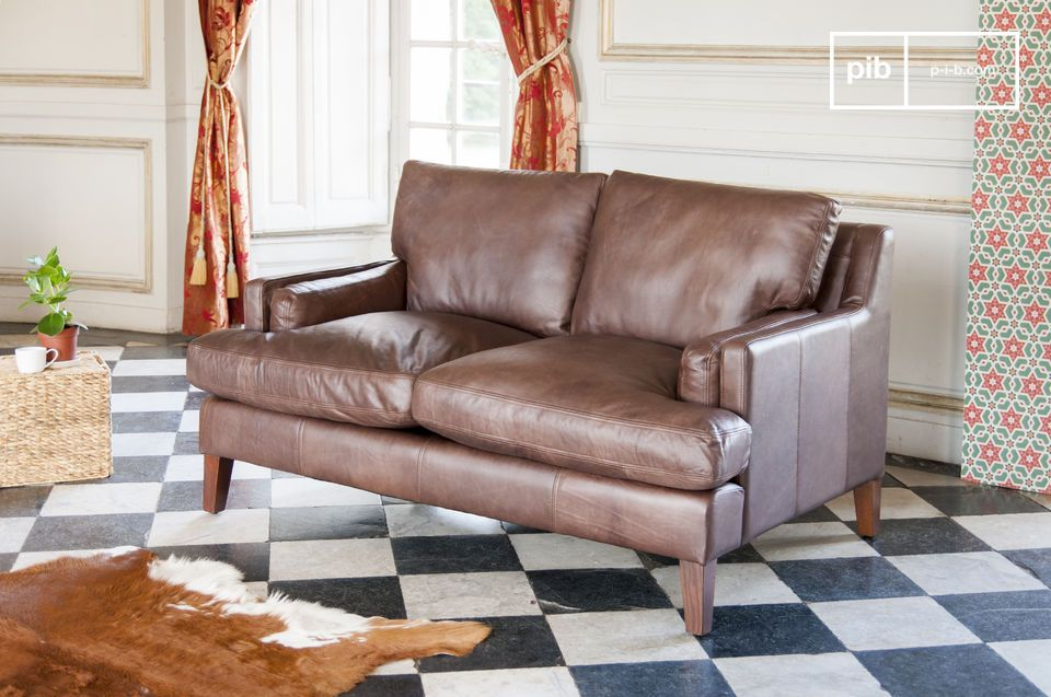 Un sofá de 2 plazas atemporal en cuero de plena flor