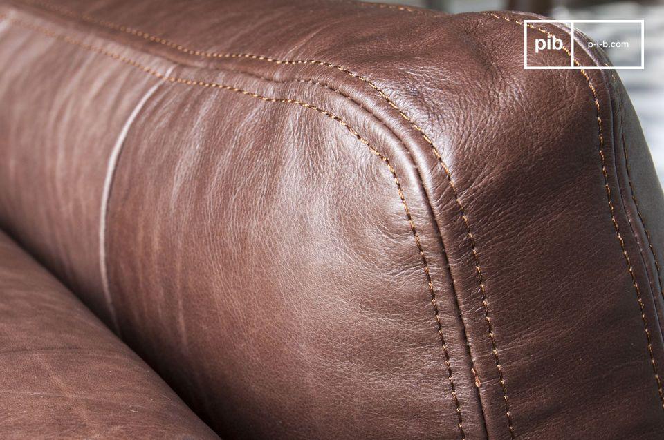 La generosa técnica de acolchado y su robusta estructura lo convierten en un sofá especialmente