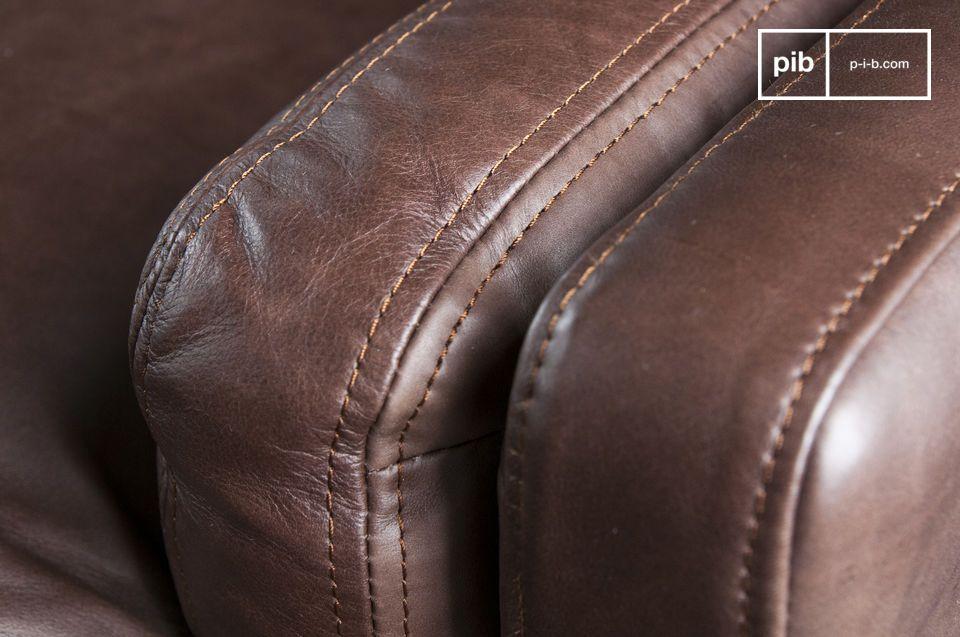Apreciará la calidad de fabricación del sofá de cuero Sanary