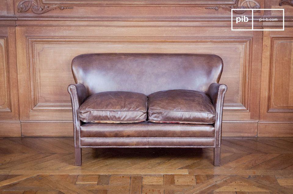 Sofá de cuero club con un excelente tamaño y confort