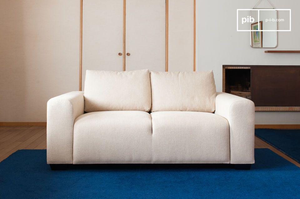 Construido como un bloque con un asiento dividido que se integra en la base