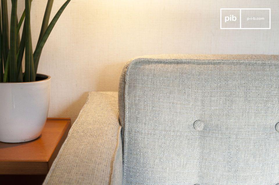 Los cojines cilíndricos compensan las formas rectas y regulares del asiento y el respaldo