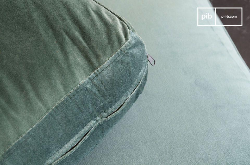 Un sofá que combina la suavidad del terciopelo con la elegancia del mármol