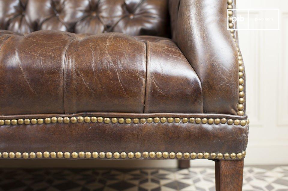 Este sofá tiene absolutamente toda la elegancia vintage