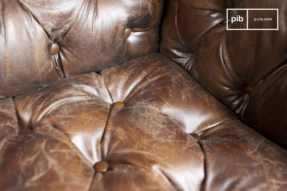 Usted podrá apreciar la comodidad de su asiento y sobre todo su respaldo tapizado con el estilo