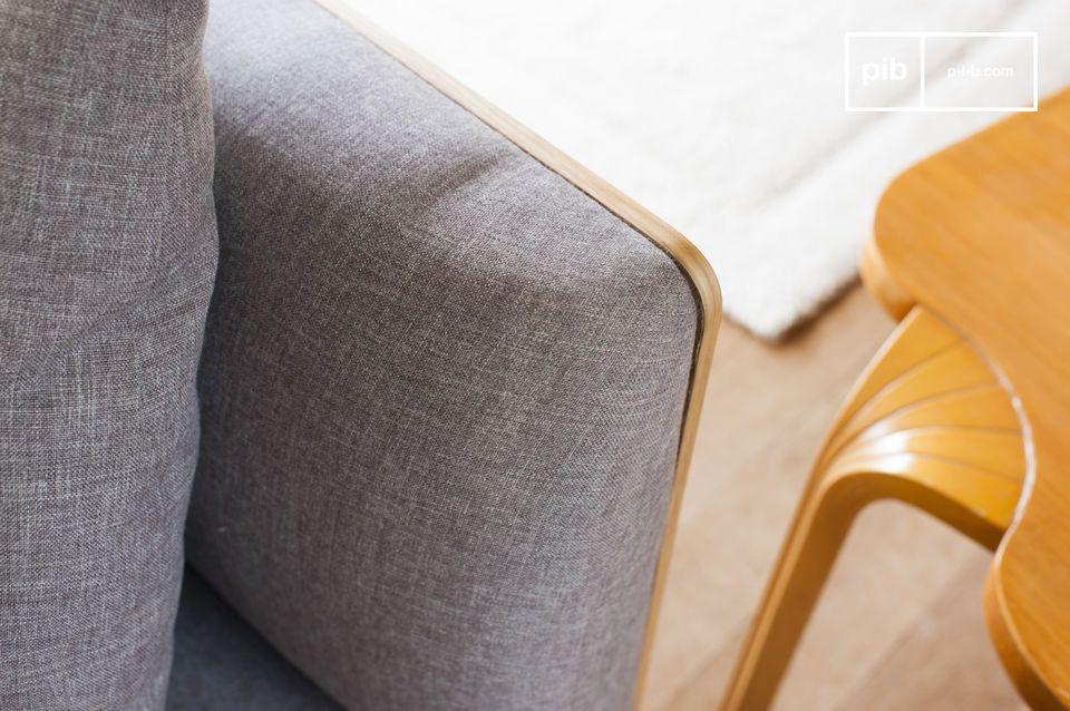 Un sofá cómodo y elegante gracias a sus patas delgadas