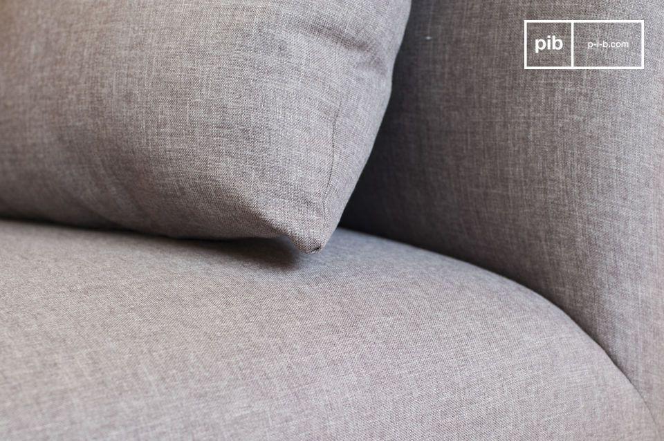 Este sofá Jackson viene con cinco cojines rellenos de espuma que se ajustan perfectamente a la