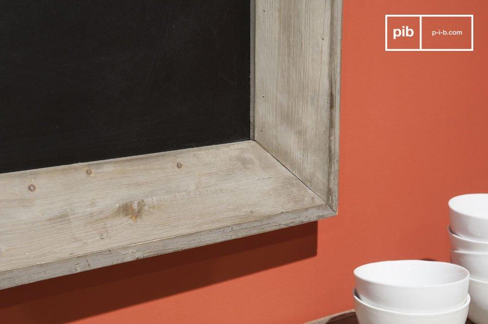 Un tablero de madera para escribir notas