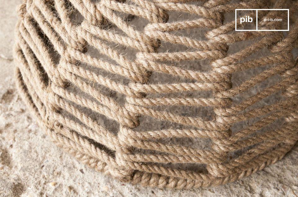 Este taburete está hecha de yute, tejido a mano