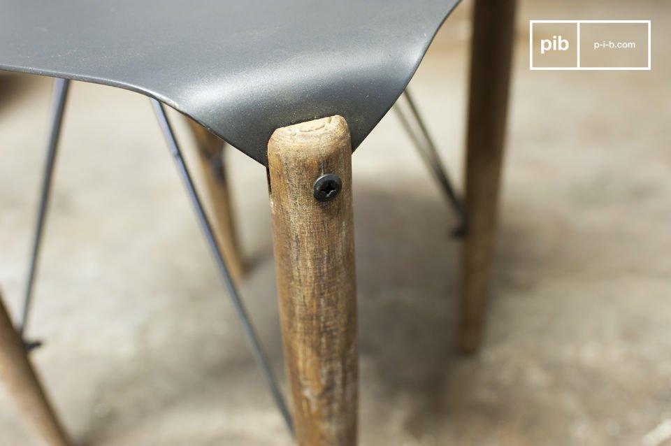 Taburete o mesa auxiliar con todo el estilo retro