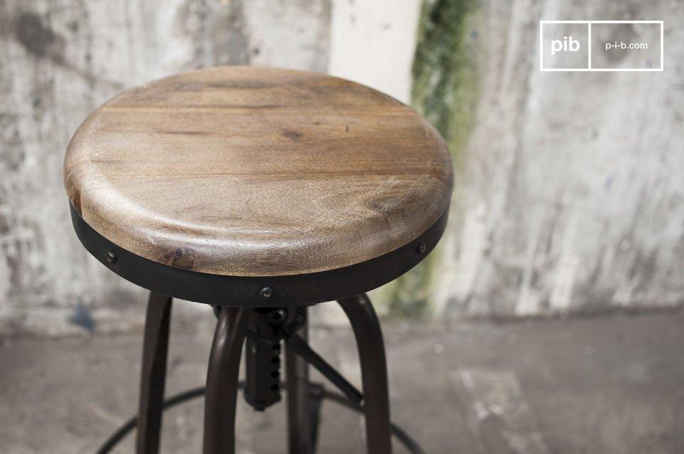 El taburete de bar New Western irradia a través de su auténtico diseño industrial