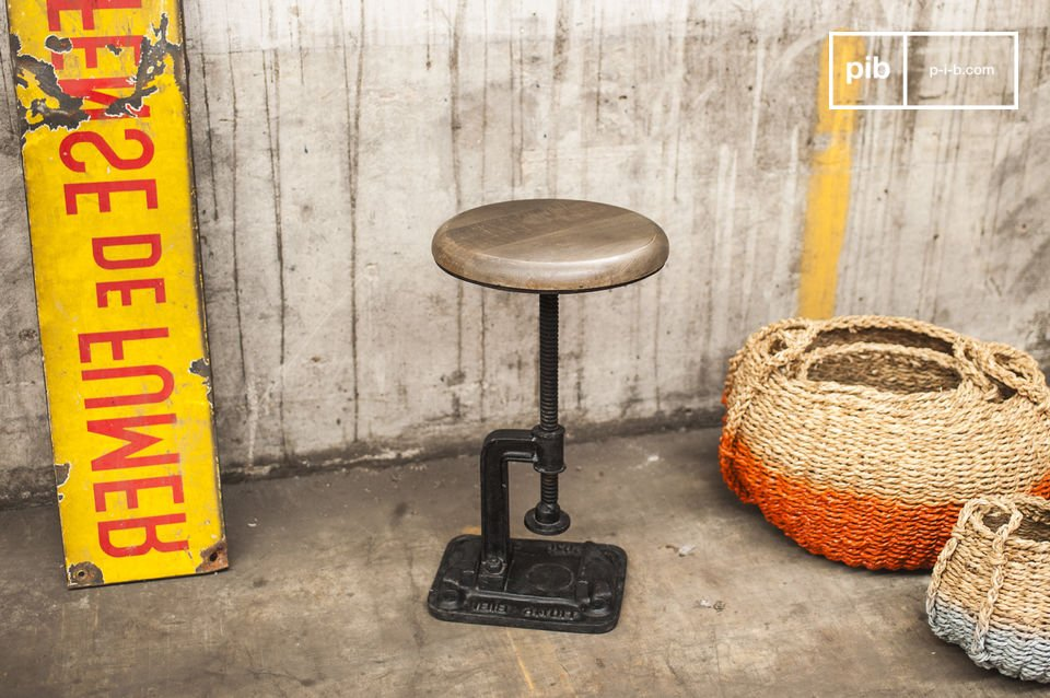 Si usted está en busca de un taburete con el estilo de un antiguo taller
