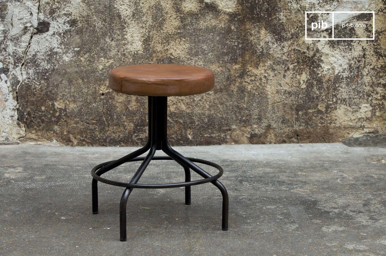 Taburete zapatero - Un asiento de cuero para un gran | pib