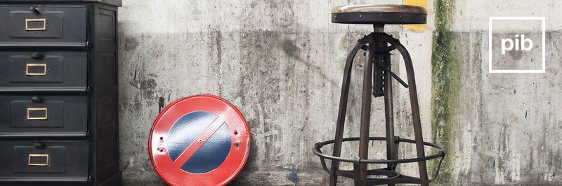 Taburetes de bar industriales pronto de nuevo en la colección