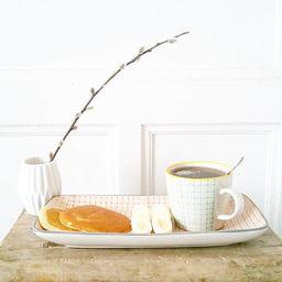 Tasses et support Ferm Living au petite déjeuner