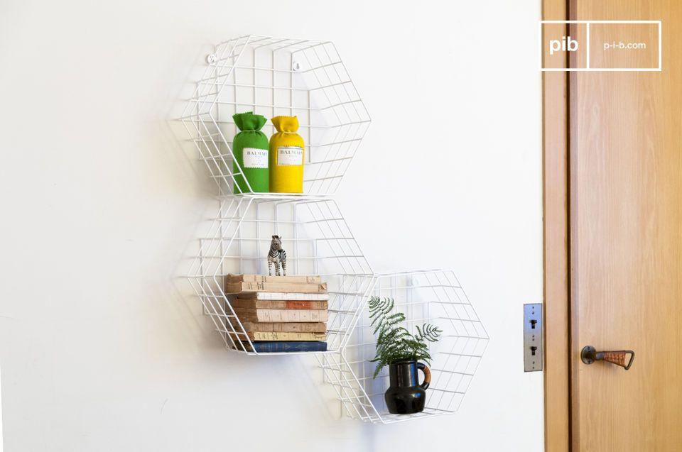 Un estante de pared de metal que puede encontrar su lugar en cualquier habitación vintage de una