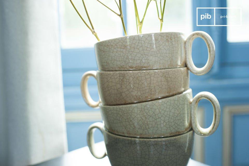 El vaso Amelia es un objeto decorativo que es muy llamativo